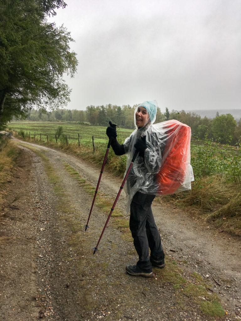 compostelle chemin orage pluie cape
