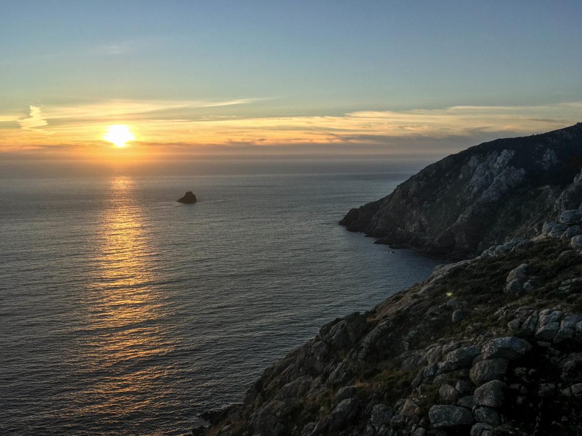 chemin de compostelle retour coucher soleil fin de la terre
